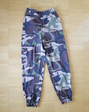 Pull & Bear Pantalón de color caqui multicolor