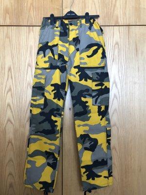 Hose mit army Print (unisex)
