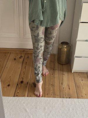 Hose mit floralem Print in grün-Nuancen