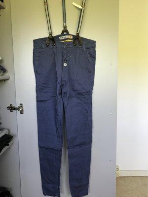 Hose mit Trägern