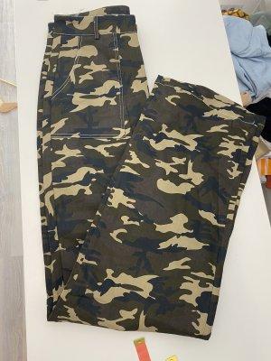 Boohoo Spodnie khaki zielono-szary