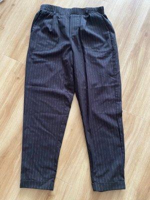 Hose schwarz mit Streifen