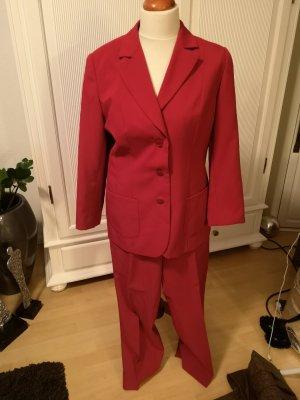 Traje de pantalón rojo ladrillo
