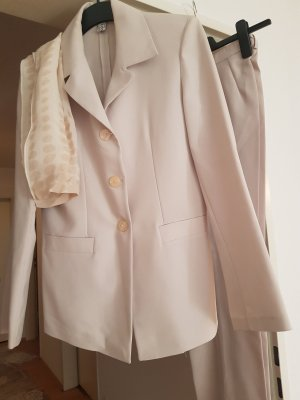 hosenanzug kostüm in beige