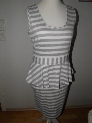 hübsch gestreiftes bequemes Kleid