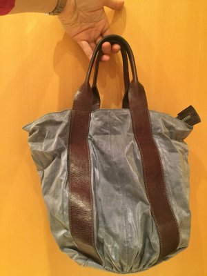 Hübsche beutelförmige Handtasche