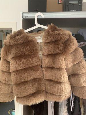 Hübsche Fell Jacke