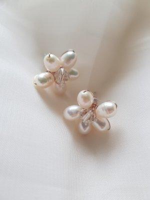 Hübsche Ohrringe aus Süßwasserperlen und Swarowski Kristall