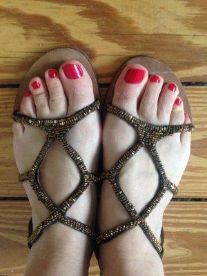 Hübsche Sandalen mit Perlen von Oxmox