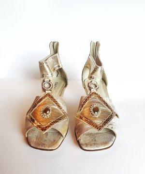 Hübsche Sandaletten mit Strass-Schmuck