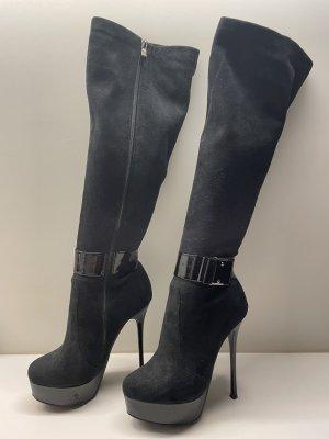 Hübsche schwarze Stiefel