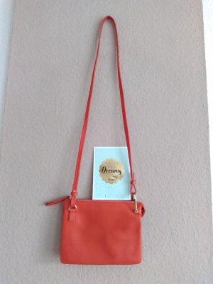 hübsche Umhängetasche in orange aus 100% Leder, neu