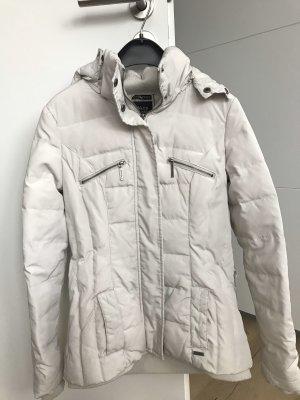 Hübsche weiße Daunenjacke von Zara
