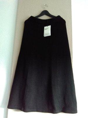 hübscher gestrickter Midirock in schwarz, Campaing Collection, Grösse M, neu