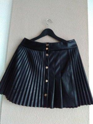 hübscher plissierter Minirock in schwarz, Kunstlederoptik, Größe L, neu