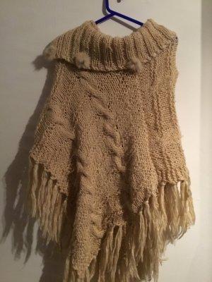 Poncho en tricot chameau-beige