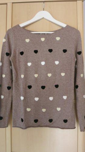 hübscher Pullover mit Herzchen