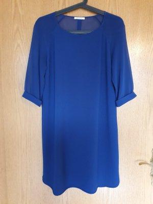 Hübsches blaues Kleid