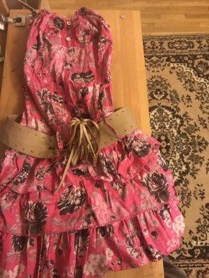 Hübsches Blumen Kleid