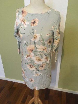 Hübsches Blumiges Kleid