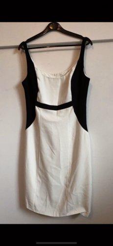 Hübsches enges Kleid