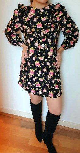 Hübsches geblümtes Kleid mit Rüschen/Volant
