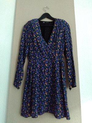 hübsches geblümtes Minikleid aus Viskose, Größe S, neu