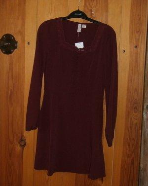 Hübsches Kleid mit Spitze und Schnürung