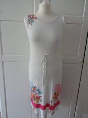 hübsches Kleid paisley muster