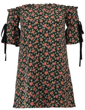 Hübsches kurzes Kleid