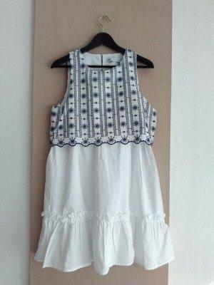 hübsches Minikleid mit Lochstickerei, Grösse S, neu