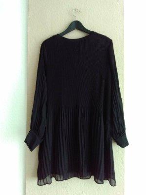 hübsches Plissee-Minikleid in schwarz, Grösse M, neu
