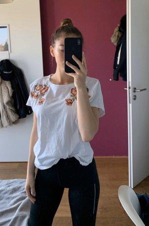 Hübsches Shirt mit blumestickerei