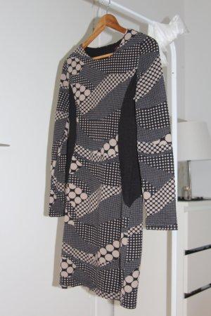 Hüftbetonendes Kleid