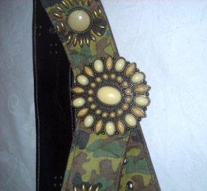 Hüftgürtel Taillengürtel Gürtel tarnfarben Rosette verziert h m Millitary grün khaki Blüten Blumen S M