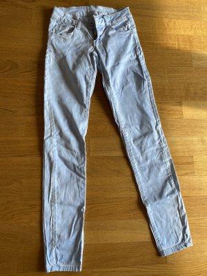 Hüftige Jeans in Himmelblau mit Waschung