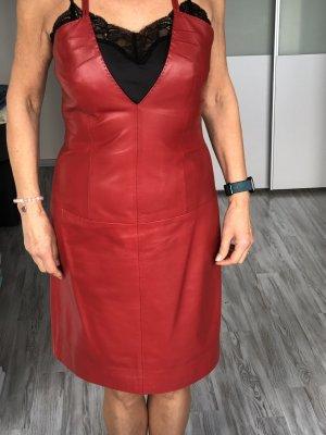 Hugo Boss Robe en cuir rouge brique cuir