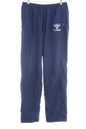 Hummel Sporthose dunkelblau Schriftzug gedruckt sportlicher Stil