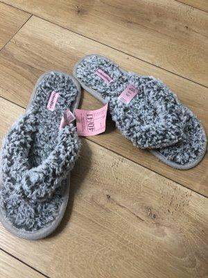 Hunkenmöller Hausschlappen Schuhe  Gr.40/41 grau Plüsch neu mit Etikett