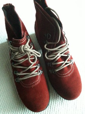 Hush Puppies. Schuhe. rot.