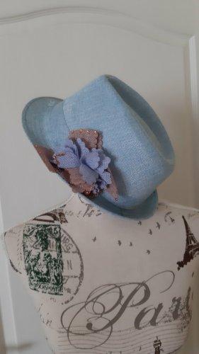 Chapeau de soleil bleu pâle