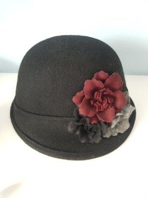 Hut mit Blumen