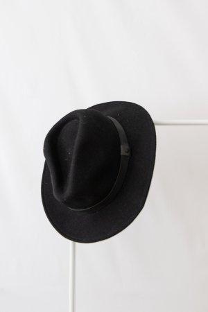 Hut von Rusty, M-L Wolle