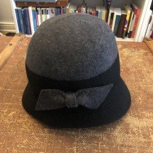Hut Wolle mit Schleife