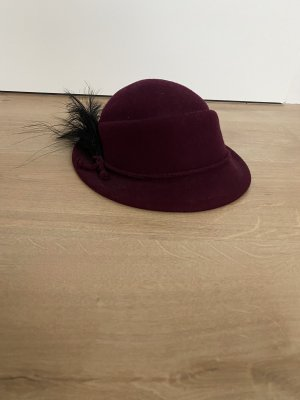Creation La Mouche Chapeau en feutre rouge mûre