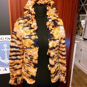 Ibiza Unikat Wolljacke zauberhaft mit Pompoms Gr 40 gelb grau weiss