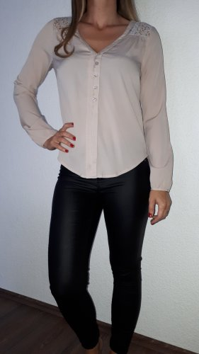 Ich verkaufe ein sehr schöne Blusenshirt in Größe S von Vero Moda!