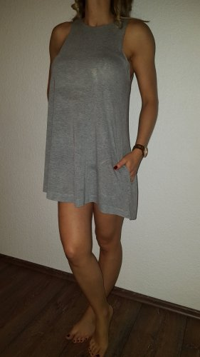 Ich verkaufe ein sehr schönes Kleid in Größe 36 von H&M!