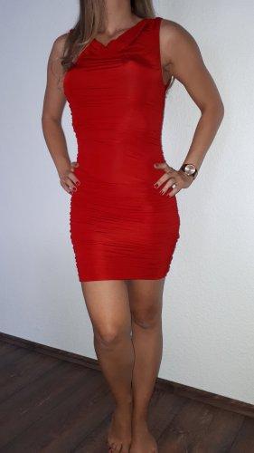 Ich verkaufe ein sehr schönes Kleid in Größe 38 von H&M!