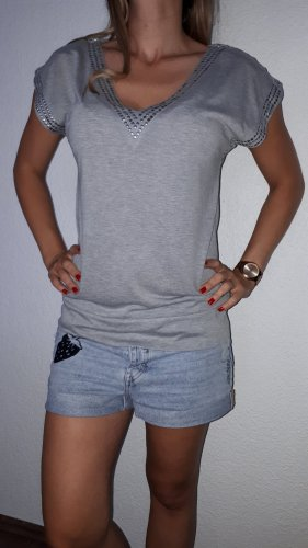 Ich verkaufe ein sehr schönes Long-Shirt in Größe S von Vero Moda!
